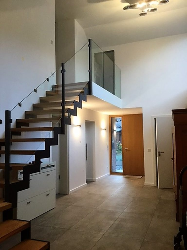 stahl holztreppe 2 middendorf. Black Bedroom Furniture Sets. Home Design Ideas